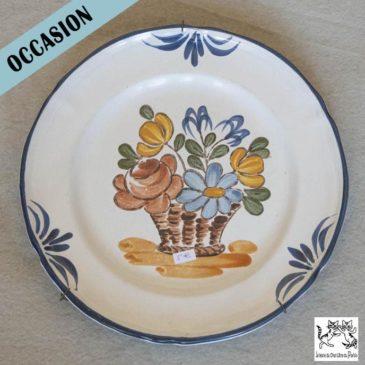 Assiette décorative motif fleurs avec support mural