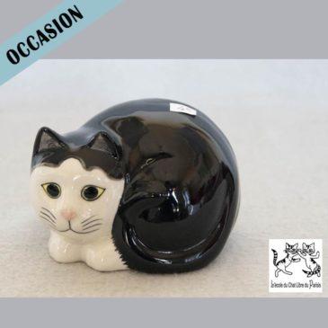 chat en céramique noir et blanc